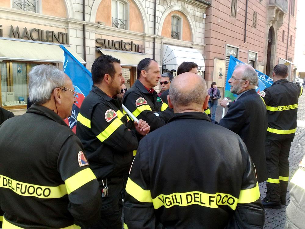 Vigili del fuoco in piazza a Rieti