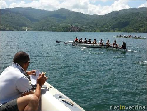 Canottaggio al lago del Turano